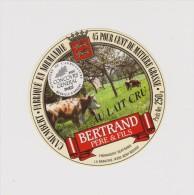 étiquette De Fromage:   Camembert  :  Bertrand   1996 Médaille - Kaas