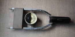 Battery Tester NEO ELECTRICAL INDUSTRIES Antique Tool Manchester Industrial Art Testeur De Batterie - Composants