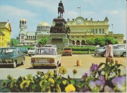 BULGARIE,BALGARIJA,BULGAR IA,SOFIA ,il Y A 40 Ans,PLACE NARODNO SOBRANIE,BMW,FIAT,statue - Bulgarie