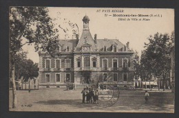 DF / 71 SAÔNE ET LOIRE / MONTCEAU-LES-MINES / HÔTEL DE VILLE ET SA PLACE / ANIMÉE / CIRCULÉE EN 1922 - Montceau Les Mines