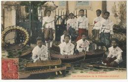 Phnom Penh Les Musiciennes De La Princesse Akhanari Couleur  Voyagé Viet Nam - Cambodia