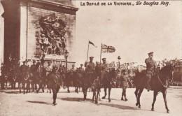CPA Du 14 Juillet 1919 @ Les Anglais Défilent Devant L´Arc De Triomphe Aux Champs Elysées - Sir Douglas Haig - Guerre 1914-18