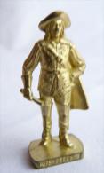 FIGURINE KINDER  METAL SOLDAT MOUSQUETAIRE FRANCAIS  4 Scame 80�s Or - KRIEGER Franz�sische Musketiere 1670