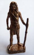 FIGURINE KINDER  METAL  INDIEN II - 8 VICTORIO CUIVRE - KRIEGER Ber�mmte Indianer-H�uptlinge