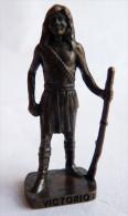 FIGURINE KINDER  METAL  INDIEN II - 8 VICTORIO VIEUX BRONZE - KRIEGER Ber�mmte Indianer-H�uptlinge