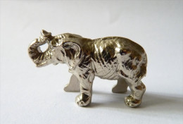 rare FIGURINE KINDER  METAL ANNIMAUX SAUVAGES 1 70�s - U-EI ELEPHANT