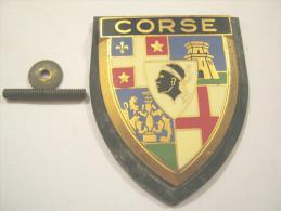 RARE ANCIENNE PLAQUE DE SCOOTER EMAILLEE ANNEE 1950 CORSE AVEC ATTACHE ET SUPPORT EXCELLENT ETAT DRAGO PARIS