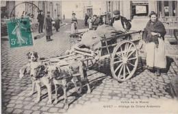CPA - Superbe  Attelage de chiens Ardennais - Marchands  Ambulants - Givet - Vall�e de la Meuse