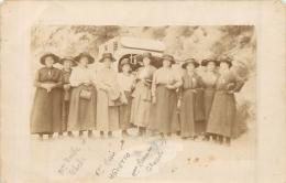 SAINT NAZAIRE LE DESERT CARTE PHOTO  GROUPE DU VILLAGE EN VOYAGE A LOURDES EN 1919 VOIR LES DEUX SCANS - Autres Communes