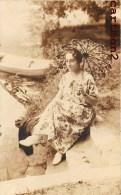 CARTE PHOTO : FEMME A L'OMBRELLE PARAPLUIE UMBRELLA MODE - Moda