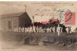MADAGASCAR - DIEGO SUAREZ - ANTSIRANE - DIMANCHE   SORTIE DE LA MESSE 1907 - Madagascar