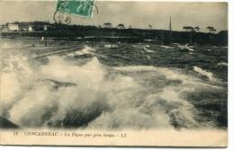 CPA 29 CONCARNEAU LA DIGUE PAR GROS TEMPS 1914 - Concarneau