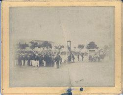 1893 Guillotine � Batna  2 photos execution publique Ben Mohamed Bouzeraia et bande assassins des Nezler L�gend�es dos