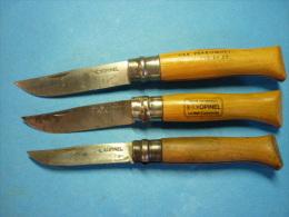 Lot De 3 COUTEAUX  OPINEL La Main Couronnée Taille N° 8 - 9 - 10  ( Voir 3 Photos Et Descriptif ) - Knives/Swords