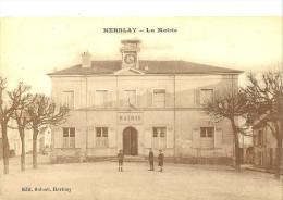 Herblay. Les Enfants Devant La Mairie De Herblay. - Herblay