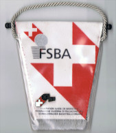 FSBA   Ecusson  Avec Pin's   Fédération Suisse   10 Cm  X  11 Cm - Scudetti In Tela