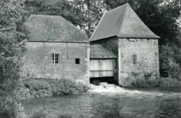 GROBBENDONK (Antw.) - molen/moulin - De watermolen volop in bedrijf d.d. 1989 (met de oude dakbekleding)