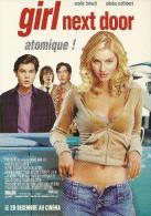 CINEMA FILM  GIRL NEXT DOR ATOMIQUE   EDIT. CART'COM NEUVE FEMME SEXY - Posters Op Kaarten