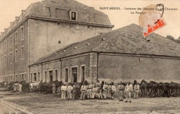 SAINT-MIHIEL -- Intérieur Des Casernes Du 12 Eme Chasseur --le Pansage - Saint Mihiel