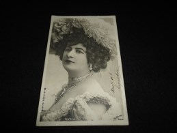 """Célébrités. Artiste Belle Epoque  .Lydia . ( """" La Gommeuse """" ) Carte Photo Reutlinger. Avant 1904. ( Bijoux ) - Artistes"""