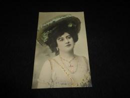 """Célébrités. Artiste Belle Epoque  .Lydia .  ( """" La Gommeuse  """" ) Carta Photo  Vaugon Avant 1904. ( Bijoux. Paillettes  ) - Artistes"""