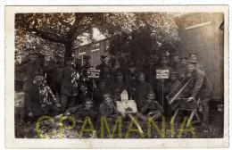 E162 - 02 - Une Carte photo allemande de LE THUEL - Soldats Allemands baraquements/Abri