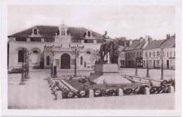 Cpa  MONTREUIL SUR MER Monument Du Marechal HAIG Et Le Theatre - Montreuil