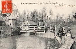 MONT-D'ORIGNY RUE COURTIN LA PASSERELLE TRES ANIMEE EN 1908