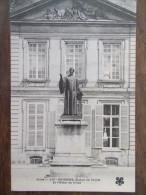 02 - SOISSONS - Statue de Paillet ( � l� H�tel de Ville). Rare