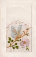 Cpa  Brodee Soie Et Tissus , Fleur Et Papilon - Brodées