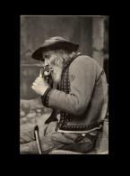 29 - PLOMODIERN - Fumeur De Pipe - Plomodiern
