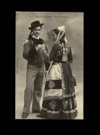 29 - QUIMPER - Costumes - Coiffes - Mariés - Quimper