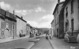 Neuves Maison Rue Du Capitaine Caillon Animation Voiture Année 1960 - Neuves Maisons