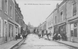 53 - EVRON (Mayenne) - Rue De La Fontaine. - Animée. - Evron