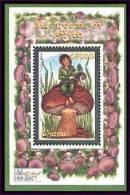 GHANA  2181 ; MINT NEVER HINGED SOUVENIR SHEET OF MUSHROOMS - Mushrooms