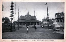 CAMBODGE - PNOM-PENH - Vue De La Cour Du Palais Royal Du Cambodge, Gelaufen 1932, 4 Cents Marke Indo-China >>> - Kambodscha