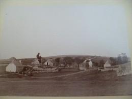 Photo 1892 Collée Sur Carton Aubrac Aveyron Lozère Village Des Baules Et .... - Photos