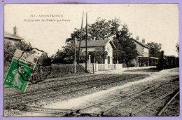 42 - ANDREZIEUX --  L'Arrivée Du Train En Gare - Andrézieux-Bouthéon