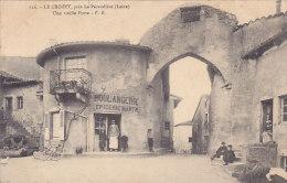 42 - Le Crozet (près La Pacaudière) - Une Vieille Porte (animée, Boulangerie épicerie) - La Pacaudiere