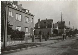 -FLORENNES- Le Quartier Des Villas- Carte Glacée,2 Enfants Se Promenant- - Florennes