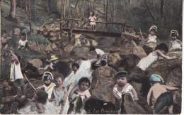 GEO-    SERIE AQUA PHOTO N° 2 LA POURSUITE   DES ENFANTS DANS LA NATURE AVEC CHAPEAU DE GENDARME  CPA CIRCULEE - Unclassified