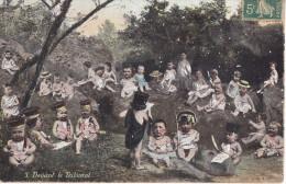 GEO-    SERIE AQUA PHOTO N° 3 DEVANT LE TRIBUNAL    DES ENFANTS DANS LA NATURE AVEC CHAPEAU DE GENDARME  CPA CIRCULEE - Unclassified