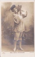 ACTRESS - MARIE STUDHOLME WITH DOG ON HER SHOULDER - Théâtre