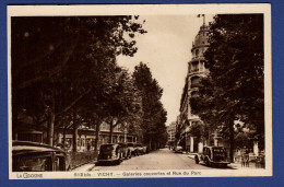 03 VICHY Galeries Couvertes Et Rue Du Parc Du Parc ; Voitures - Vichy