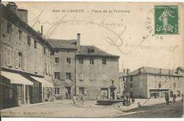 ST AGREVE......ARDECHE....Place De La Fontaine....bonne Animation Avec Magasins Et La Fontaine - Saint Agrève
