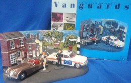 VANGUARDS 1:43 ROVER 2000 RENFREW & BUTE CONSTABULARY JAGUAR XK120 DIORAMA - Altre Collezioni