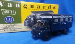 VANGUARDS 1:64 BEDFORD ´S´ TYPE VAN - POLICE CONTROL VAN - VA8009 - Altre Collezioni