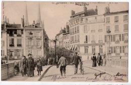 64 - BAYONNE . RUE VICTOR HUGO ET LE PONT MARENGO - Ref. N°7056 - - Bayonne