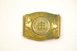 Ancienne petite boucle de ceinture / ceinturon, d�cor bateau / voilier, boucle de marin