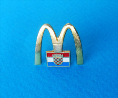 CROATIA - McDONALD´s  * Rare Pin Badge Anstecknadel Distintivo - McDonald's